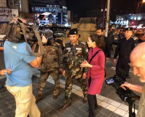 Photo of Roxana Saberi interviewing a soldier.
